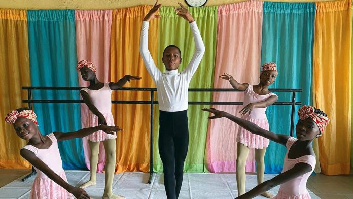 Anthony Madu, el niño nigeriano que bailó bajo la lluvia estudiará en Nueva York