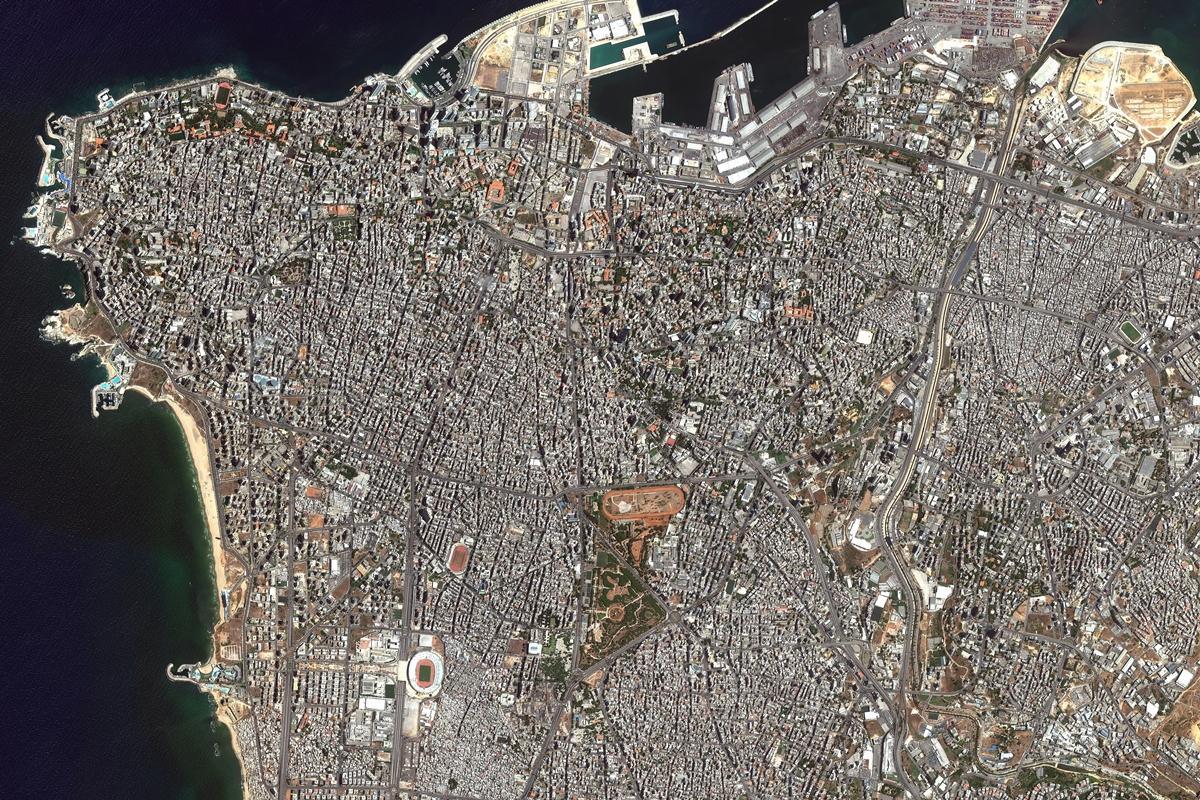 Vista aérea muestra puerto de Beirut antes y después de las ...