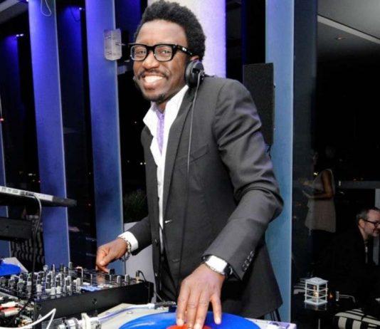 Tony Okungbowa DJ del programa de Ellen DeGeneres