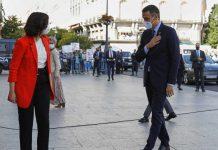 Sánchez lo recibieron entre abucheos en la reunión con Ayuso en Puerta del Sol