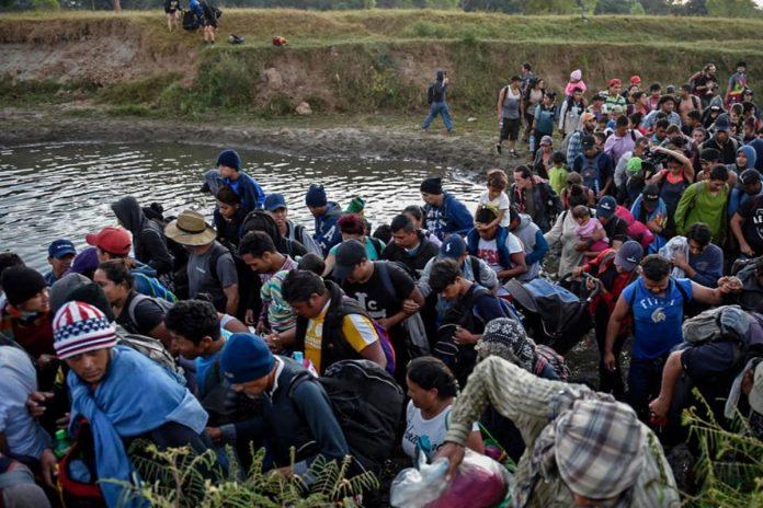 Trump anunció reducción en la cuota de refugiados: solo admitirá 15.000 en 2021
